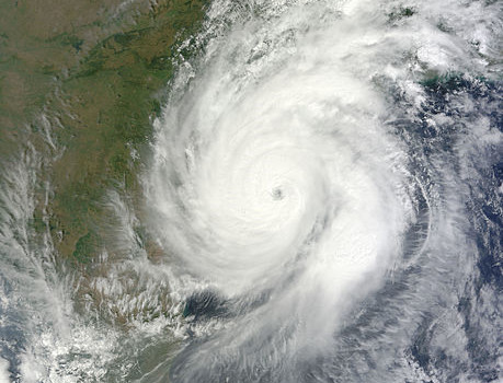 Hudhud nearing landfall at peak strength on October 12, 2014